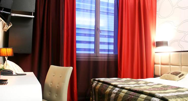 astoria-chambre-rouge-4